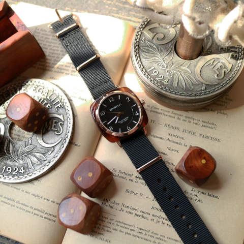 「CLUBMASTER CHIC」 HMS TORTOISE SHELL & ROSE GOLD PVD WITH BLACK DIAL 【BRISTON】